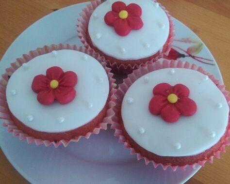 Daisy Fondant Cupcakes
